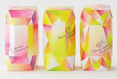 グリコのビスコが本棚に並んだりするデザイン展 : トピックス : 読売新聞(YOMIURI ONLINE)