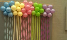 Recipes from Stephanie: Balloon Cluster Decoration with Streamers Streamer Decorations, Birthday Decorations, Flower Decorations, Streamer Ideas, Party Backdrops, Unicorn Birthday Parties, Baby Birthday, Birthday Ideas, Pokemon Birthday