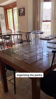 Kitchen Organization Pantry, Home Organization Hacks, Kitchen Storage, Makeup Drawer Organization, Kitchen Pantry, Organizing Ideas, Pantry Design, House Goals, Home Hacks