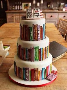 One very talented baker has created an exceptional cake that captures the interior of a cosy library, and other gems for book enthusiasts.