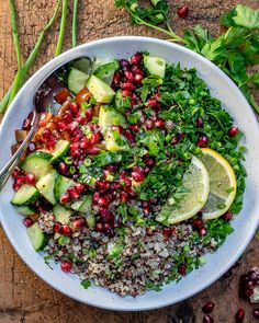 This easy quinoa tabbouleh salad recipe takes less than 30 min to make. It's vegan, healthy, and super delish. Serve this quinoa tabouli salad as a main or as a side dish Salad Recipes Video, Salad Recipes For Dinner, Healthy Salad Recipes, Lunch Recipes, Keto Recipes, Tabbouleh Recipe, Quinoa Tabbouleh, Quinoa Fruit Salad, What Is Quinoa