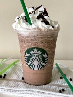 Starbucks Chocolate Frappuccino, Chocolate Chip Frappe, Vanilla Frappuccino, Starbucks Vanilla, Chocolate Art, Secret Starbucks Drinks, Starbucks Recipes, Starbucks Strawberry, Frappe Recipe