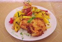 Sütőben sült rántotthús szalonnás krumplival Hungarian Recipes, Bacon, Chicken, Food, Essen, Meals, Yemek, Pork Belly, Eten