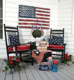 Patriotic front porch deco ideas - Fourth of July Independence Day Memorial Day Labor Day Presidents Day Armed Forces Day Flag Day Summer Porch Decor, Summer Front Porches, Country Porch Decor, Front Porch Garden, Country Porches, Fourth Of July Decor, 4th Of July Decorations, July 4th, Front Porch Decorations