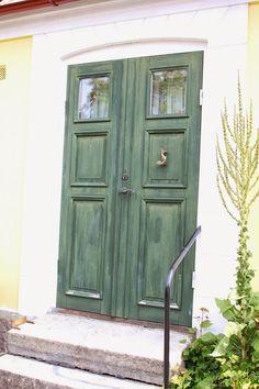 Marie´s travel diary: The doors of Kivik, Skåne, Sweden