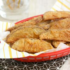 KFC Fries 4 teaspoons kosher salt teaspoon black pepper 1 teaspoon dried oregano 1 teaspoon garlic powder 2 teaspoons onion powder teaspoon ca. Crispy Potato Wedges, Crispy Potatoes, Homemade Potato Wedges, Great Recipes, Favorite Recipes, Delicious Recipes, Fast Food Items, Potato Dishes, Potato Recipes