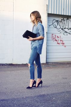denim-on-denim-outfit-with-pumps