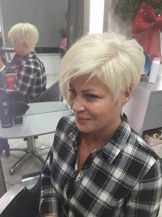 Hair Beauty - Short-and-Sassy-Pixie-Haircut Modern Short Blonde Hairstyles for Ladies Short Blonde Haircuts, Sassy Haircuts, Short Hair Cuts, Short Hair Styles, Short White Hair, Chic Hairstyles, Pixie Hairstyles, Pixie Haircut, Blonde Hairstyles