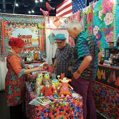 Odile Bailloeul with Kaffe fassett and Brandon Mably - QuIlt SHow Festival Houston 2016 Colourful Outfits, Colorful Clothes, Boho Life, Broken China, Color Studies, Fabulous Fabrics, Quilting Designs, Fiber Art, Needlepoint