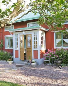 Swedish Cottage, Red Cottage, Sweden House, Red Houses, House Trim, Building Design, Beautiful Homes, Restaurant, Exterior