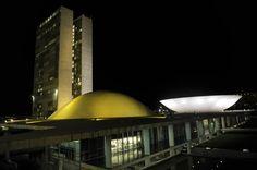 Congresso adere à campanha de prevenção ao suicídio e recebe iluminação amarela