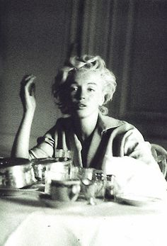 Marilyn no makeup photographed by Milton Greene...... (before makeup)