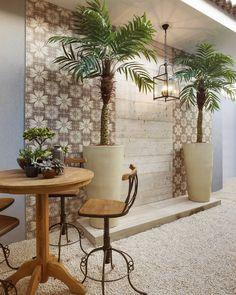 Ladrilho + Madeira: Belíssima alternativa de composição de dois produtos em uma única parede! Ladrilho Rio Ceusa em área externa de lazer