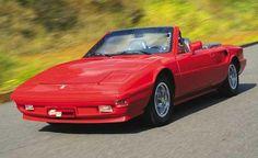 ADAMO GT A carroceria lembrava a Ferrari 308 GT, faróis escamoteáveis, lanternas do Alfa Romeo 2300 Ti, no painel alguns instrumentos como conta-giros e manômetro de óleo e os interruptores do Fiat 147, um Frankstein que ficou bem montado, só acomodavam duas pessoas, este foi o carro criado por Milton Adamo