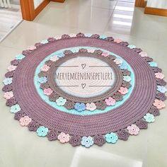 Comment tricoter Crochet Cap / Beret (En espagnol) Cómo tejer Gorro/Beret a Crochet (En Español) Comment tricoter Crochet Cap / Beret (En espagnol) Crochet Mat, Crochet Rug Patterns, Crochet Carpet, Crochet Home, Love Crochet, Crochet Doilies, Knitting Patterns, Yarn Projects, Crochet Projects