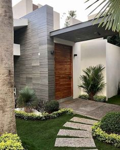Modern House Front Yard 55 Fresh and Beautiful Front Yard Landscaping Ideas Low House Designs Exterior, Exterior Design, Front Garden, Modern Landscaping, Modern Landscape Design, Modern Entrance, Modern House Design, House Entrance, House Exterior