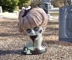 Halloween Doll, Halloween Party Decor, Halloween Crafts, Halloween Makeup, Halloween Ideas, Christmas Crafts, Vintage Thrift Stores, Thrift Store Crafts, Custom Zombies