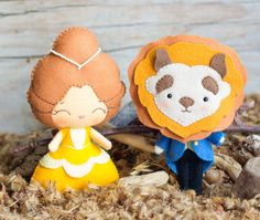 This PDF hand sewing pattern will give you instructions and patterns to make the dolls pictured: The prince (with beast mask) and the Beauty. These dolls are hand sewn.    Size: 6-7 approximately.    Language: English   THIS IS NOT A FINISHED DOLLS.    THIS PDF e-Pattern includes:  . Step by