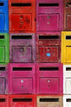 Fondo De Coloridos Buzones Antiguos Y Oxidados Fotos, Retratos, Imágenes Y Fotografía De Archivo Libres De Derecho. Image 12421632.