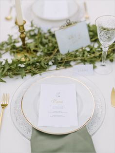 love the napkin, love the plates and the utensils - would prefer a different runner garland. not a big fan of ivy.