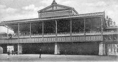 station Rotterdam Blaak stationsgebouw I (1920) middendeel met twee verdiepingen met fronton met uurwerk en versiering. Aan weerszijden een vleugel met gelijke bekroning in de eindgevels als in het middendeel