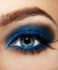 make up tipps augen schöne lidschatten blaunuancen