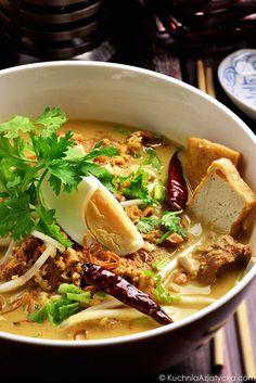 Tajska laksa z wolowina i suszonymi krewetkami