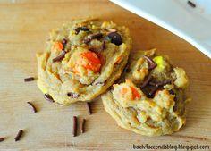 Peanut Butter Pumpkin Pretzel Cookies - A surprising combination that just can't be beat! These are AMAZING!!! http://backforsecondsblog.com  #pumpkin #peanutbutter #pretzelcookies