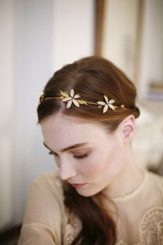 Orchid inspired headband: http://www.stylemepretty.com/2014/12/02/20-of-our-favorite-bridal-headbands/ #SMPLookBook