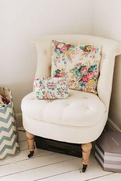 Romantic Bedroom Decor, Romantic Master Bedroom, Romantic Bedroom Art - Free l pins Vintage Bedroom Styles, Vintage Bedroom Furniture, Bedroom Vintage, Vintage Home Decor, Vintage Homes, Bedroom Images, Bedroom Art, Home Decor Bedroom, Kids Bedroom