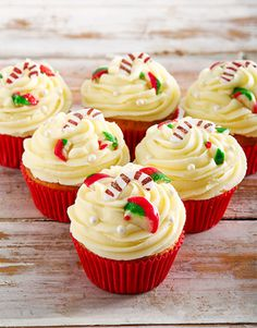 Delicious Cakes for any occasions, Netflorist offers a range of delicious cakes online. Cupcakes Online, Cake Online, Christmas Flowers, Christmas Gifts, Christmas Decorations, Cupcake Bakery, Cakes And More, Yummy Cakes, Candy Cane