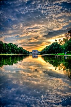 Sunset at Lincoln Memorial, Washington Wonderful Places In The World Beautiful Sky, Beautiful Landscapes, Beautiful World, Beautiful Places, Beautiful Pictures, Wonderful Places, Amazing Places On Earth, Places Around The World, Around The Worlds