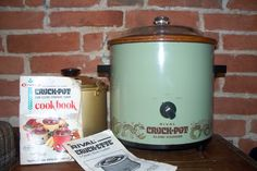 Crock Pot Slow Cooker, Crock Pots, Rival Crock Pot, No Bake Cake, Crockpot Recipes, Stoneware, Avocado, Baking, Green