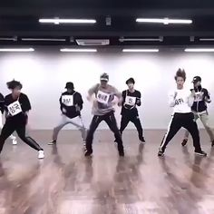 Bts Taehyung, Bts Bangtan Boy, Bts Jungkook, Choreography Videos, Dance Videos, Hip Hop, Bts Video, Foto E Video, Dance Music