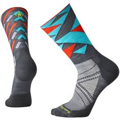 Featuring Light Elite cushioning, these limited edition socks contain targeted cushioning placed only where runners need it most: on the ball and heel of the foot. We packed these socks chock full of smart features like our 4 Degree® elite fit system, men's-specific mesh ventilation zones, and a virtually seamless toe. A crew height provides extra protection against road and trail debris.