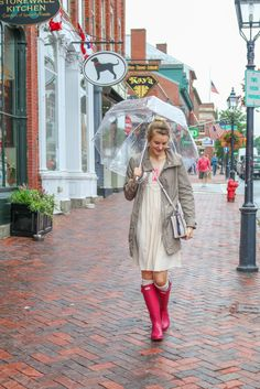 Rainy day style for a day of shopping around in Newburyport, MA with my bubble umbrella and @hunterboots