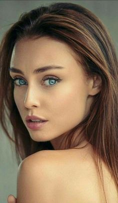 Her eyes at Beautiful And She is Stunning L💖've This Girl 💋💋💋💋💋💋💋💋💋 Most Beautiful Faces, Stunning Eyes, Gorgeous Eyes, Pretty Eyes, Cool Eyes, Beautiful People, Beautiful Women, Woman Face, Girl Face
