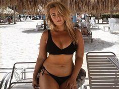 Ahead, 12 gorgeous bikini models to lightly Insta-stalk for inspiring, sun-filled pictures. Bikini Modells, Curvy Bikini, Curvy Swimwear, Plus Size Bikini, Curvy Girl Outfits, Plus Size Outfits, Corps Normal, Molliges Model, Model Body