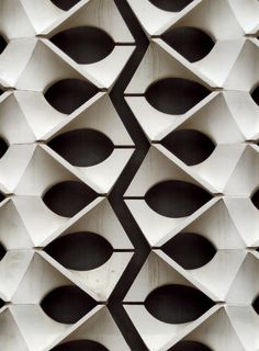 "B a r S a n | lostinpattern: ""Ornamentale Durchbruchwand"" der... Luigi Snozzi, Motif Hexagonal, Le Manoosh, Architectural Pattern, Architectural Presentation, Architectural Models, Architectural Drawings, 3d Tiles, Tile Art"