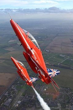 """""""We'll soon be back in Blighty (hit UK shores Here's a cracker by Jamie Hunter over RAF Scampton back in March"""" Military Jets, Military Aircraft, Fighter Aircraft, Fighter Jets, Raf Red Arrows, England, Royal Air Force, Aviation Art, Air Show"""