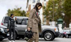 Se inspire na moda de rua para o look de trabalho: http://guiame.com.br/vida-estilo/moda-e-beleza/se-inspire-na-moda-de-rua-para-o-look-de-trabalho-perfeito.html