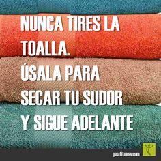 Nunca tires la toalla. Úsala para secar tu sudor y sigue adelante. | Guía Fitness