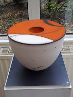 Tjok Dessauvage - Biennale Internationale de la Céramique de Steenwerk - Edition 2013 #ceramic Raku Pottery, Sculptures Céramiques, Sculpture Art, Raku Kiln, Vases, Contemporary Ceramics, Ceramic Artists, Oeuvre D'art, Earthy