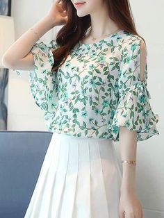 Buy Open Shoulder Printed Bell Sleeve Chiffon Blouse online with cheap prices and discover… Kurti Sleeves Design, Sleeves Designs For Dresses, Blouse Styles, Blouse Designs, Blouse Online, Indian Designer Wear, Mode Style, Dress Patterns, Sewing Patterns
