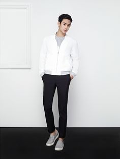 ZIOZIA's new spring ad campaign featuring Kim Soo Hyun consists of a modern, minimalistic pictorial … *sigh* much like ZIOZIA's past campaigns. Korean Face, Korean Star, Korean Celebrities, Korean Actors, My Love From Another Star, Poster Boys, Kdrama Actors, Spring Collection, Fashion Brand