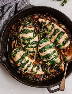 Goat cheese & spinach stuffed chicken breast make an amazing low carb dinner! These easy baked stuffed chicken breasts healthy & delicious! Best Healthy Dinner Recipes, Dinner Party Recipes, Low Carb Dinner Recipes, Low Calorie Recipes, Dinner Ideas, Dinner Healthy, Healthy Dinners, Healthy Options, Keto Dinner