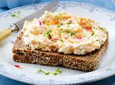 Möhren-Frischkäse mit Kresse Rezept Flavored Butter, Butter Sauce, Party Buffet, Pesto Sauce, Finger Foods, Macaroni And Cheese, Dips, Food And Drink, Low Carb