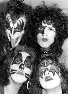 Every Day With Classic Rock & Heavy Metal & More. Kiss Band, Kiss Rock Bands, Kiss Images, Kiss Pictures, Old Pictures, Paul Stanley, Kiss Group, Arte Punk, Vintage Kiss