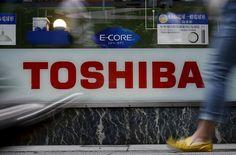 © Reuters.  Der japanische Elektronikkonzern Toshiba ist nach einer milliardenschweren Gewinnwarnung an der Börse dramatisch abgestürzt. Binnen 30 Minuten nach Handelsstart in Tokio verlor die Aktie 20,42 Prozent - das ist das maximal zulässige Tagesminus.