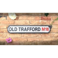 Old Trafford Sign Man Utd Football David beckham Gifts For Football Fans, Football Signs, Retro Football, Vintage Football, Manchester United Gifts, Manchester United Old Trafford, Brighton & Hove Albion, Brighton And Hove, Carrow Road